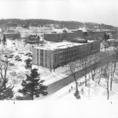 Aerial view of Fisher Hall in 该 winter.